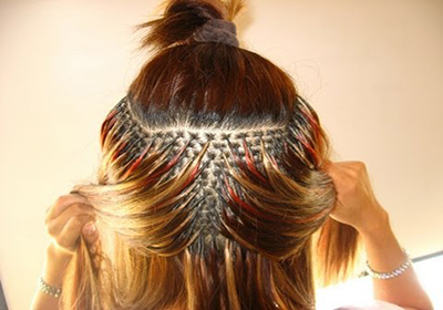 В парикмахерской наращивание волос